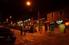 Rua onde tem mais restaurantes ao lado da Igreja Matriz - Photo By Claudia Grunow