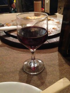 Taça de vinho no Ser Criativo restaurante - Photo By Claudia Grunow