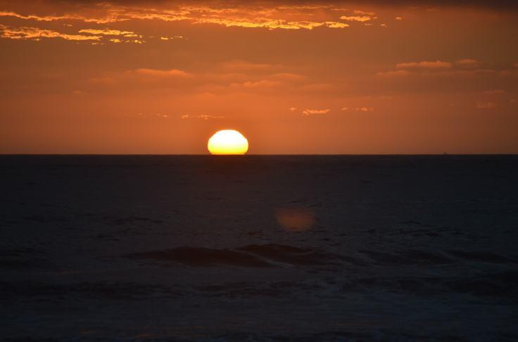 Por do Sol da praia de Nudismo