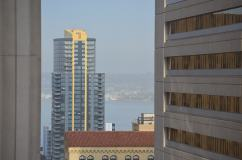 Vista da escola Embassy no coração de San Diego.