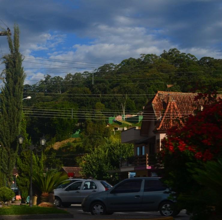Rua onde tem os principais restaurantes da cidade.