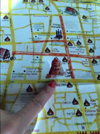 Mapa mostrando o templo - Wat chedi Luang