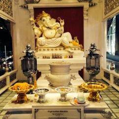 Este altar é para um deus hindu o Ganesha.