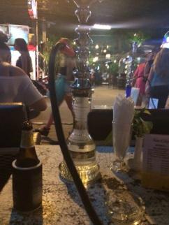 Bar Xin City - onde você senta de frente para a rua e tem a opção de fumar nargile.