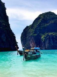 Maya Bay com a maré alta.