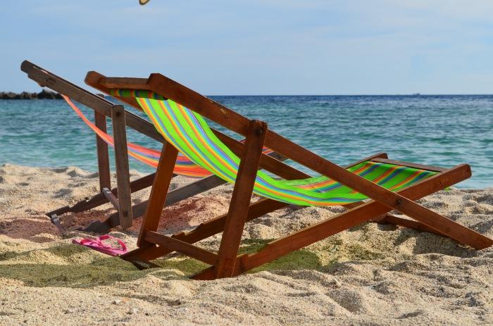 Cadeiras nas praias de Koh Tao - Photo by Claudia Grunow
