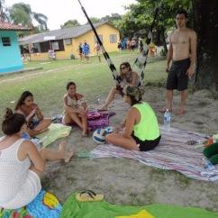 Amigos reunidos a sombra -Photo by Claudia Grunow