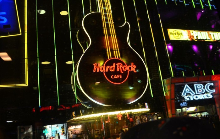 A Fachada do Hard Rock Café - Photo by Claudia Grunow