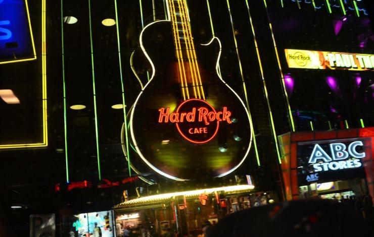A Fachada do Hard Rock Café - Photo by Claudia Grunow