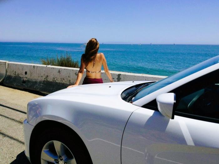 Eu em um Dodge Charge 2013- Photo by Claudia Grunow