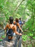 Escadaria para o roteiro de cachoeiras - Phto by Claudia Grunow