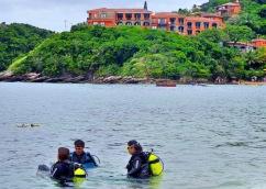 Batismo de Mergulhadores na praia João Fernandes - Photo by Claudi Grunow