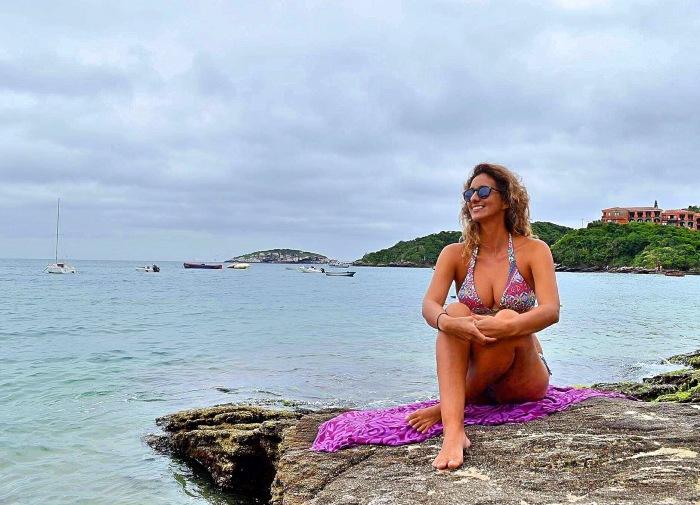 Eu paquerando na praia João Fernandes - Photo by Camila Grunow