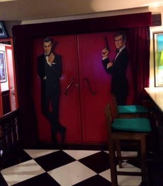 Porta de entrada para o cinema - Photo by Claudia Grunow