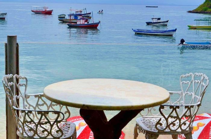 Maria Maria café lugar fofo para comer e contemplar o mar. Photo by Claudia Grunow