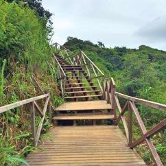 Escadaria para chegar as praias - Photo by Claudia Grunow