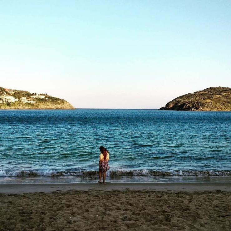 Praia Ferradura em dias ensolarados - Photo by Denise Grunow