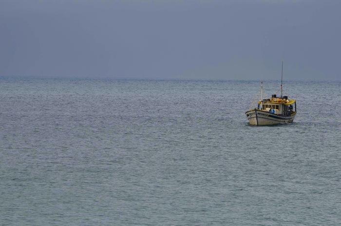 Barquinho no horizonte Praia Brava -Photo by Claudia Grunow