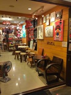 Charmosa loja na Kao San - Photo by Claudia Grunow