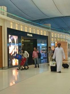 Lojas de Luxo no aeroporto - Photo by Claudia Grunow