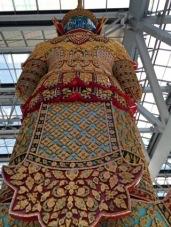 Gigante de Costas - Roupas cheias de detalhes - Photo by Claudia Grunow