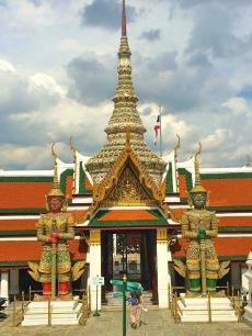 Estátuas Thotkhirithon no Terraço do Grande Palácio - Photo By Claudia Grunow