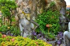 Divindade com cabeça de animal na entrada do Wat Pho - Photo by Claudia Grunow
