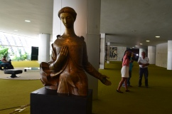Escultura dentro do Congresso - Photo by Claudia Grunow