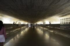 Túnel de acesso dentro do congresso nacional - Photo by Claudia Grunow