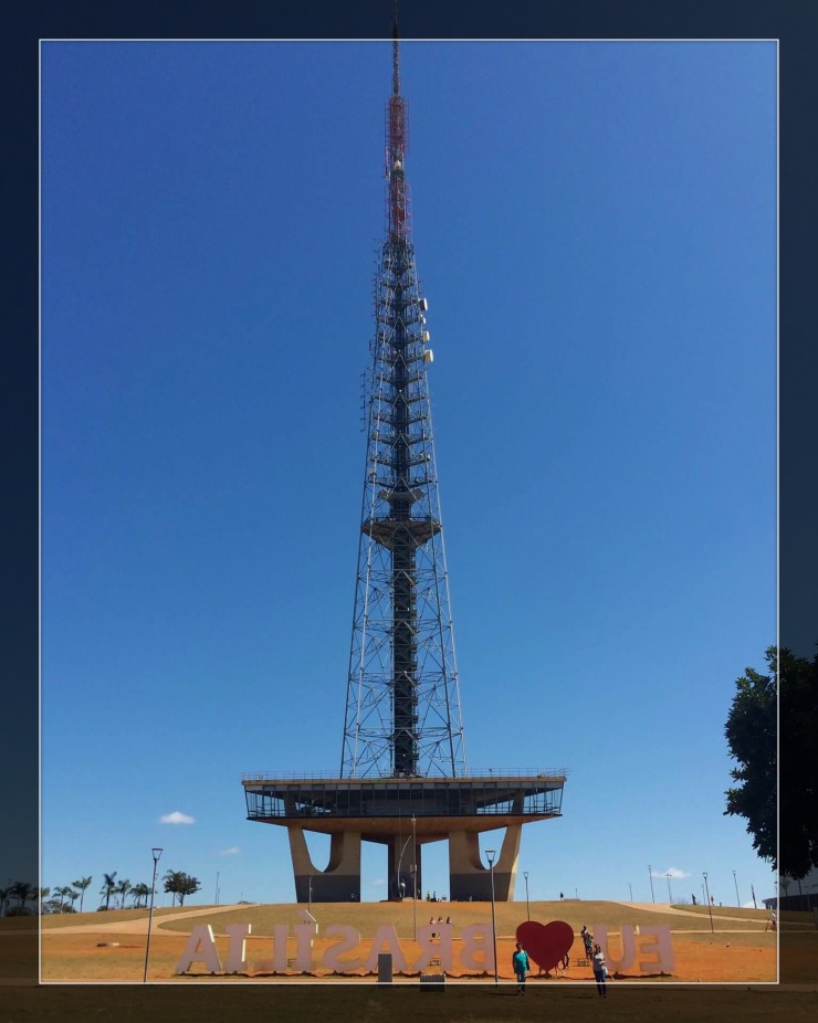 Antena de TV Brasília - Photo by Claudia Grunow