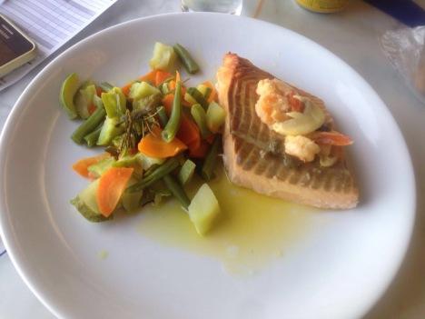 Meu delicioso salmão - Photo by Juliana Junqueira ( Minha amiga)
